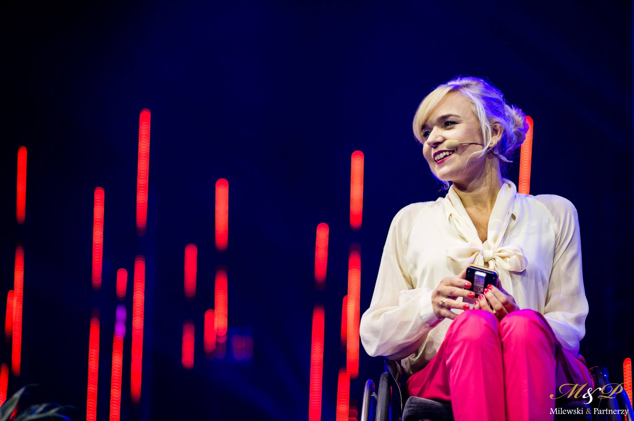 Angelika Chrapkiewicz Gądek podczas wystąpienia na Życiu Bez Ogeniczeń